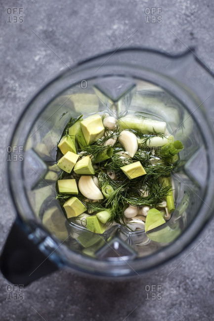 Cashews, avocado, dill, and scallions in a blender