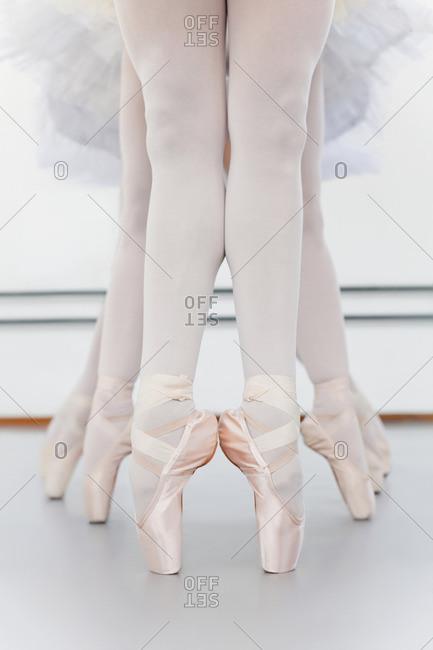 Ballet dancers? feet on pointe
