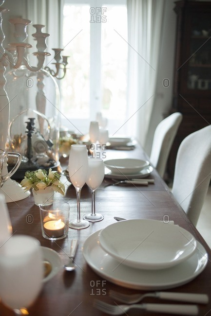 Table setting in white - Offset