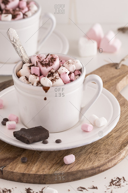 Hot chocolate with marshmallows on a wood trivet