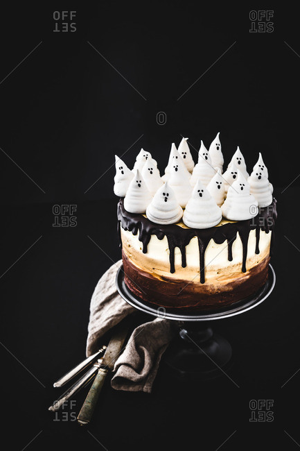 Spooky ombre Halloween cake