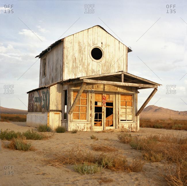 A cabin in the Californian desert