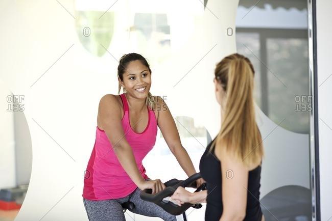 Women by bike in a gym