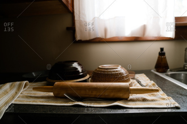 Rolling pin and mixing bowls drying on kitchen counter