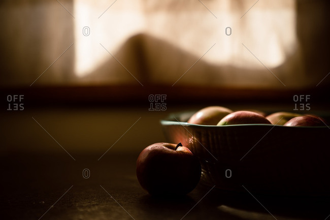 Close-up of apples in bowl on kitchen counter