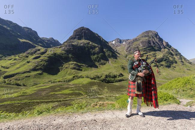 Man playing bagpipes at Three Sisters mountains