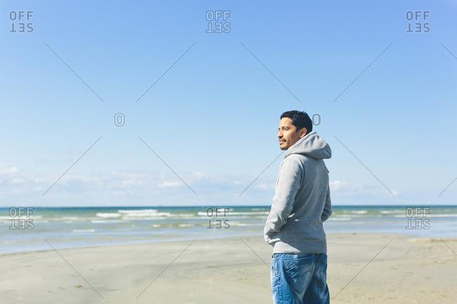 Sweden, Oland, Kopingsvik, Mid adult man standing on beach