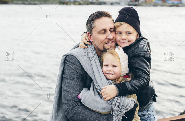 Sweden, Salto, Karlskrona, Blekinge, Father with two children (2-3, 6-7) by lake