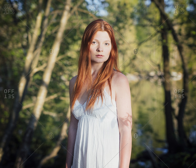 Finland, Pirkanmaa, Tampere, Pyhajarvi, Portrait of young woman in forest