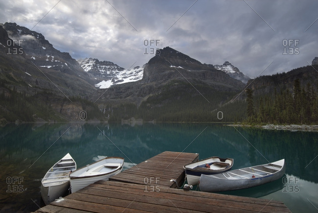 Boats and dock, Lake O\'Hara, Mount Lefroy, Yukness Mountain, Glacier and Ringrose Peaks, Yoho National Park, British Columbia, Canada