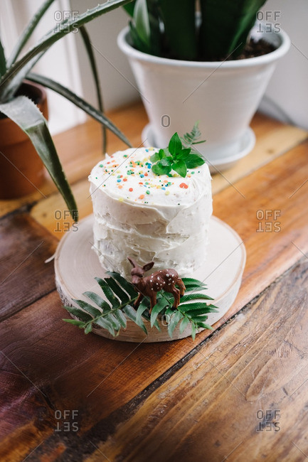 Tiny birthday cake with a decorative deer figuerine