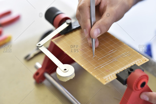 Assembling of a circuit board