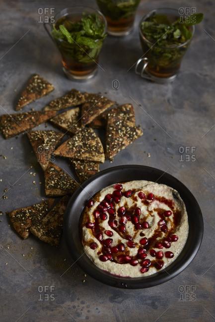 Pita and hummus dip snacks