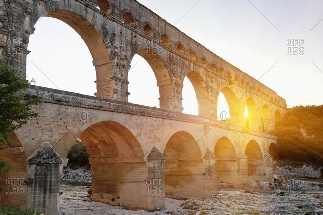 Sun shining through aqueduct - Offset