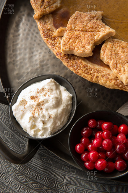 Cherries with cream and shortbread