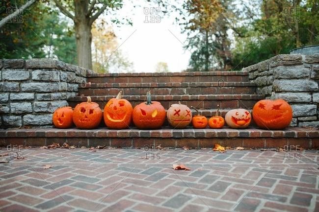 Jack-o-lanterns in a row on steps