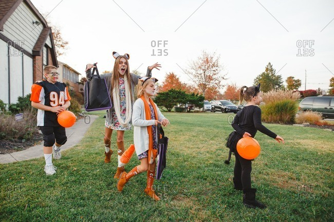 Kids ready to go trick or treating