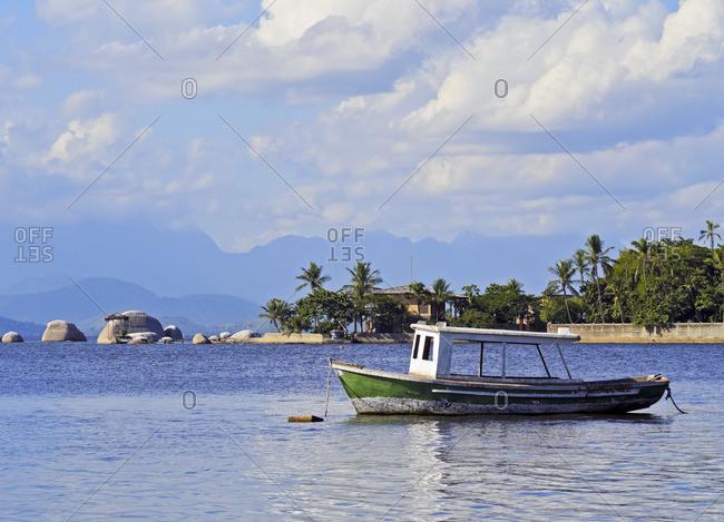 Brazil, State of Rio de Janeiro, Guanabara Bay, Paqueta Island, Boat near the coast of the island.