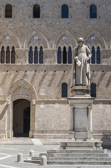 Piazza Salimbeni, the headquarter of Monte dei Paschi di Siena, the oldest bank of the world