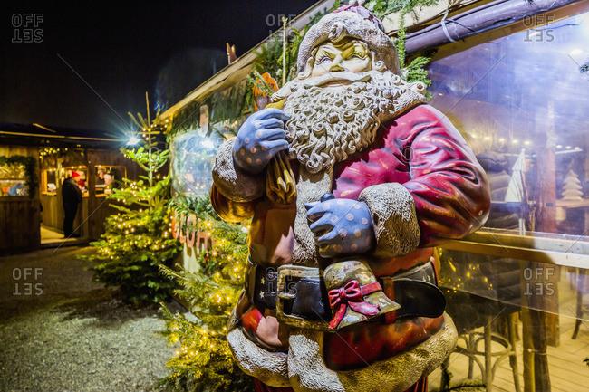 Tollwood Winter Festival, statue of Santa Klaus