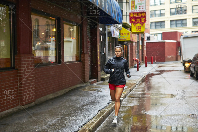Boston, United States - March 25, 2016: Young Asian Girls Running Through The Wet Streets Of Boston