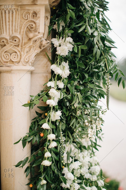 Flower decorations on a column
