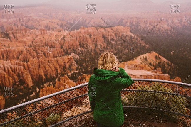 Woman overlooking Bryce Canyon - Offset