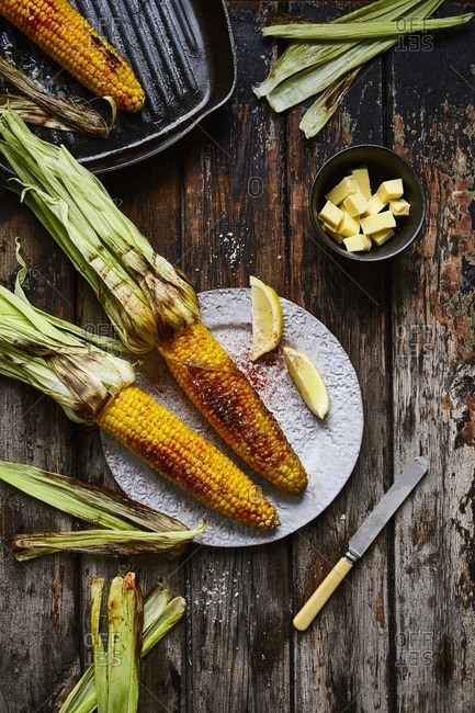 Grilled corn on the cob with seasonings