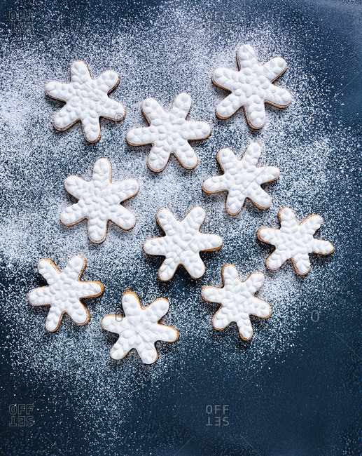 Snowflake cookies dusted with sugar