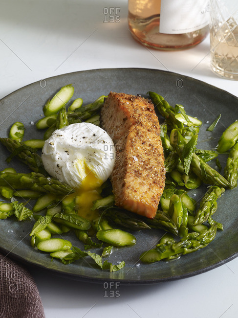 Coriander crusted salmon served with asparagus and poached egg