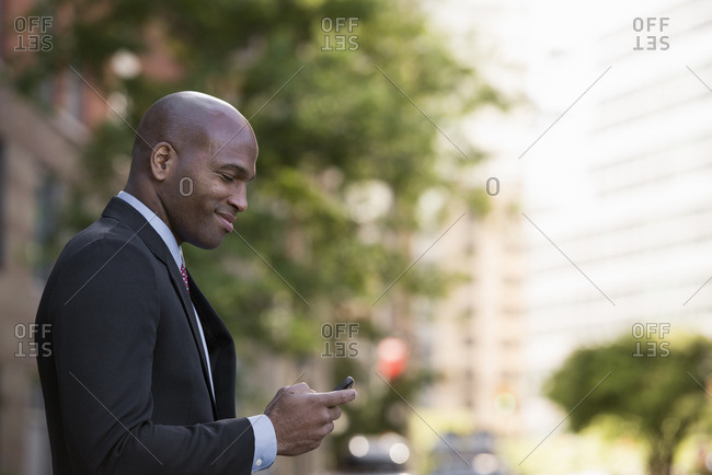 Business people outdoors, keeping in touch while on the go