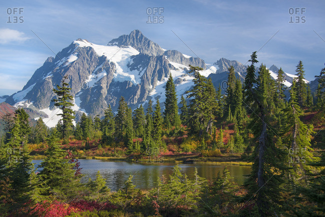 Mount Shucksan in the North Cascade Range of mountains in autumn