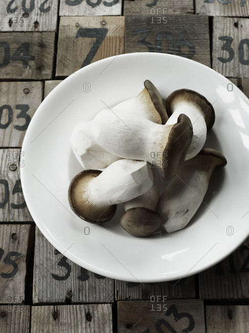 King oyster mushrooms in bowl