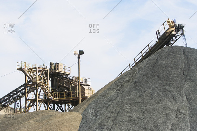 Conveyors by heaps of gravel