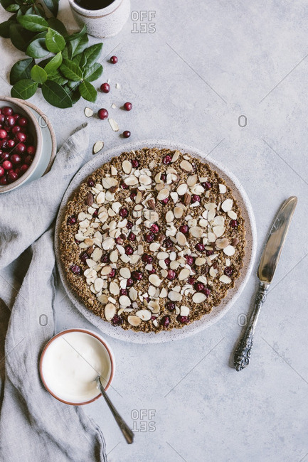 Cranberry almond tart with cr�me fraiche and fresh cranberries