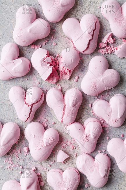 Heart meringues