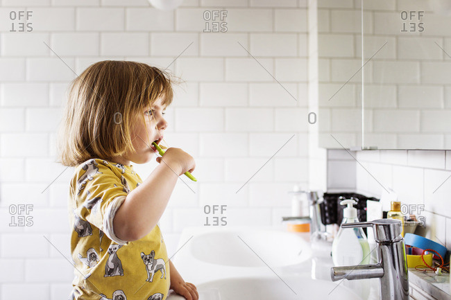 Small girl (2-3) brushing teeth