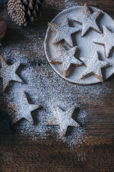 Star-shaped Christmas cookies dusted with powdered sugar