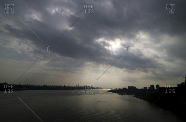 Scenic view of river Hudson against cloudy sky