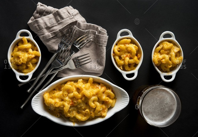 Overhead view of macaroni and cheese on table