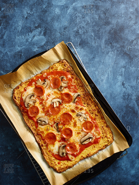 Baking pan containing pepperoni and mushroom pizza