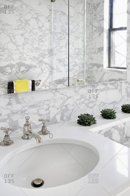 Contemporary white marble bathroom