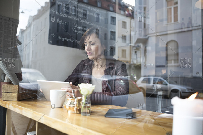 Woman with tablet in a cafe