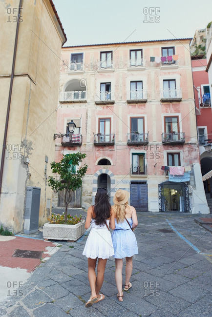Girl friends travelling in beautiful Italy