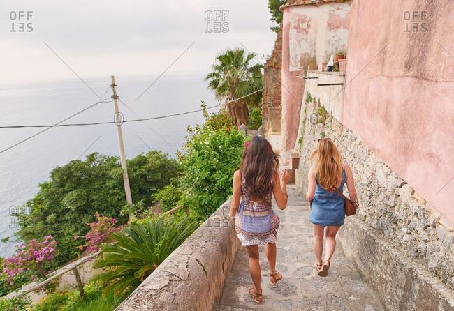 Women friends travelling in Italy