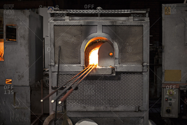 Glass blowing furnace and rods