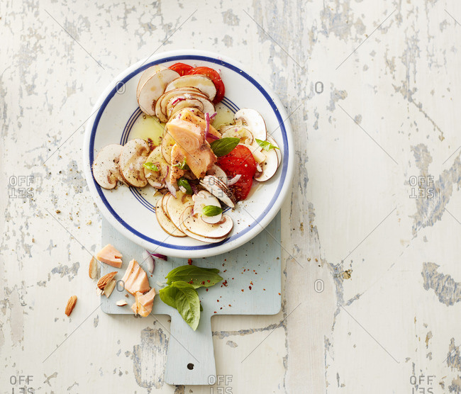 Hot-smoked salmon with champignons- onion- cherry tomatoes- almonds and olive oil