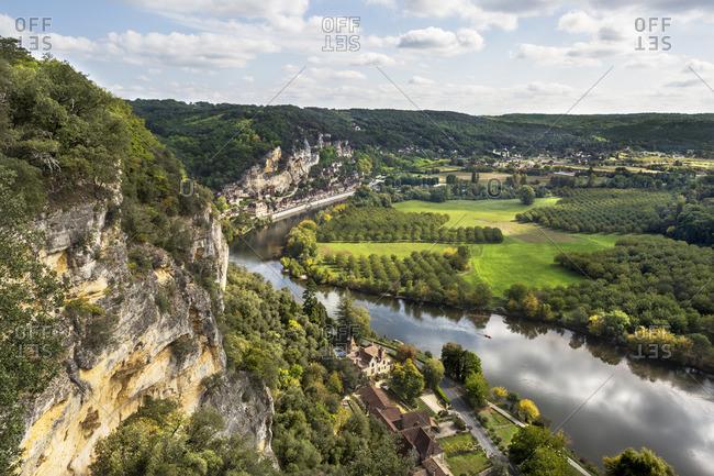 View of La Dordogne River Valley and La Roque-Gageac from Les Jardins de Marqueyssac, Dordogne, France