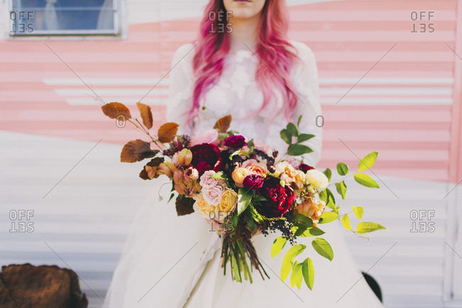 Bride with dyed hair and bouquet