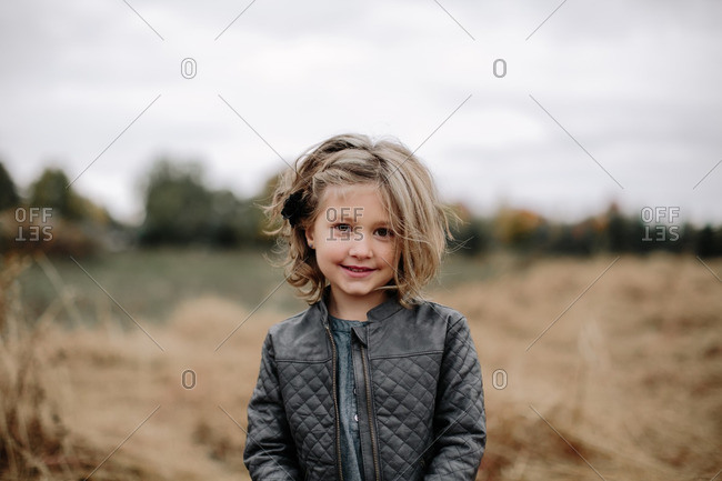 Young girl in an autumn field